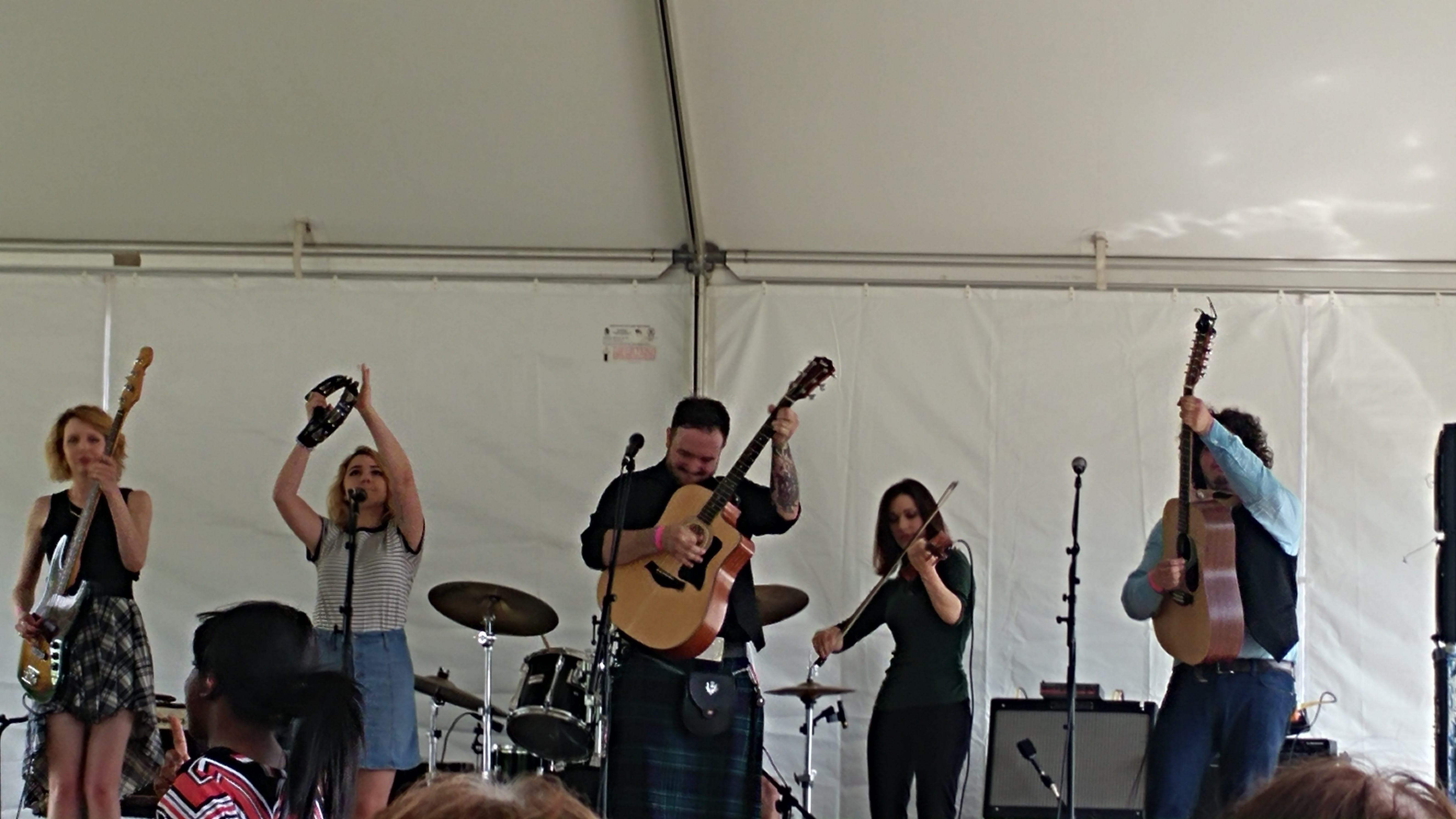 Syr folk rock band, did not disappoint. Great performances!